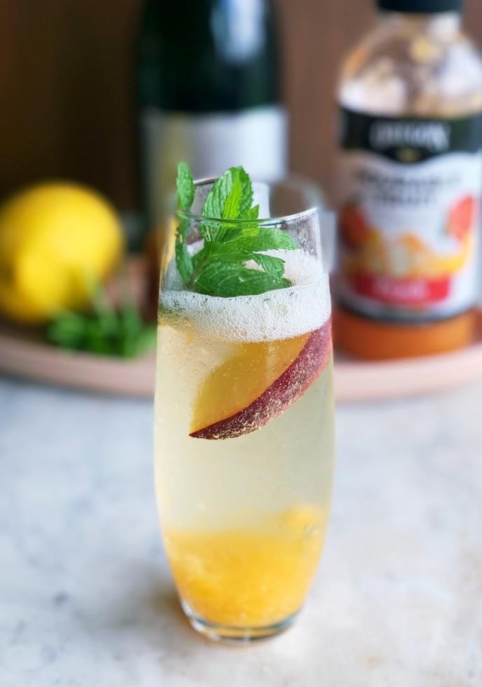 Peach Pourable Fruit Bellini
